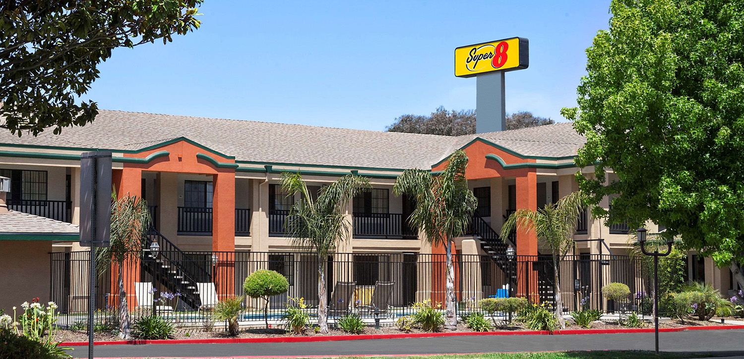 WELCOME TO THE SUPER 8 by WYNDHAM SALINAS