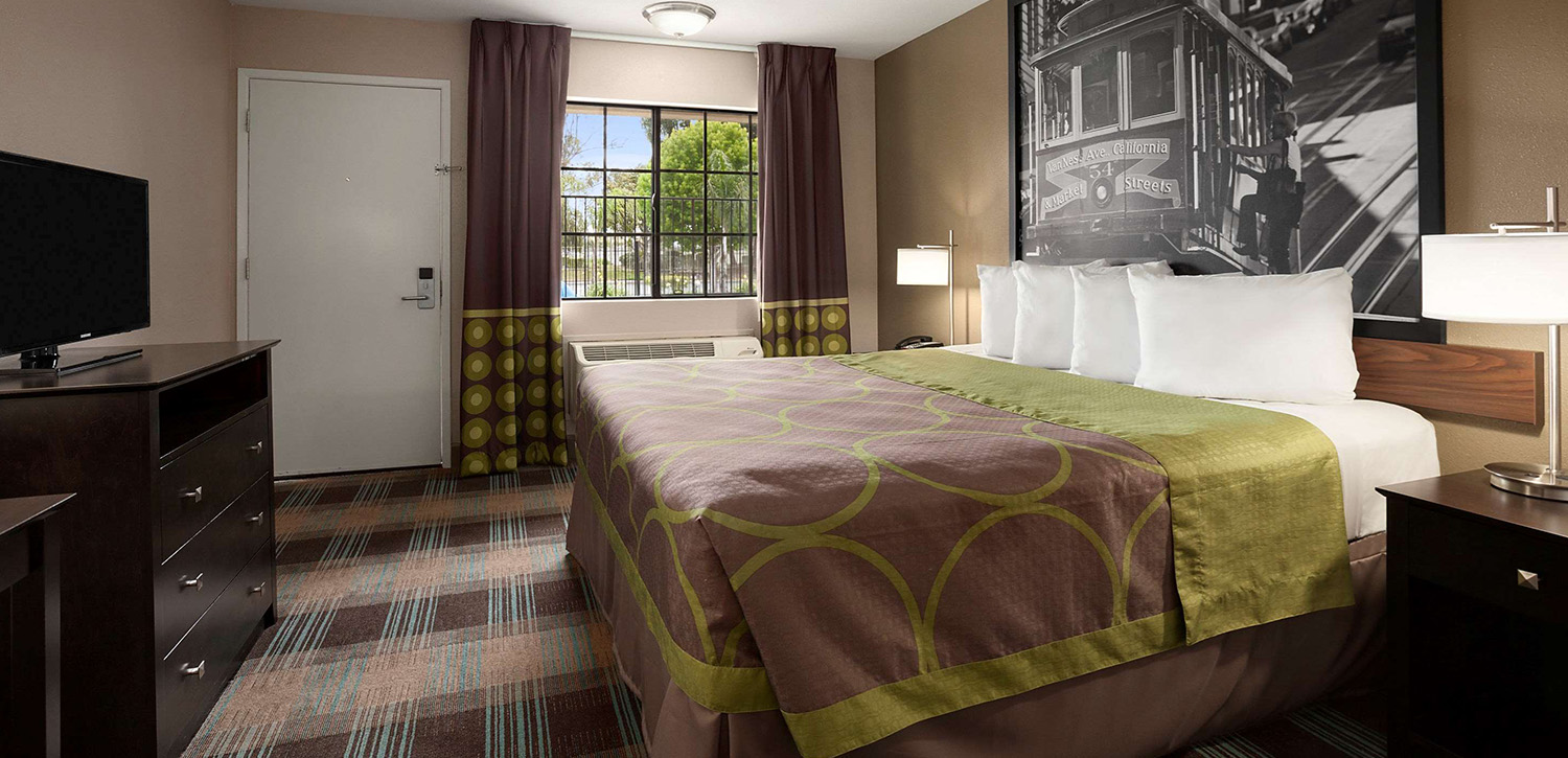 CHOOSING A BEAUTIFUL GUEST ROOM IN SALINAS, CA IS EASY WHEN YOU BOOK DIRECT